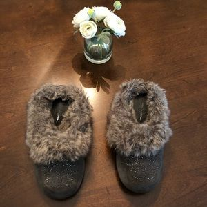 EUC Jessica Simpson Grey Faux Fur Slippers